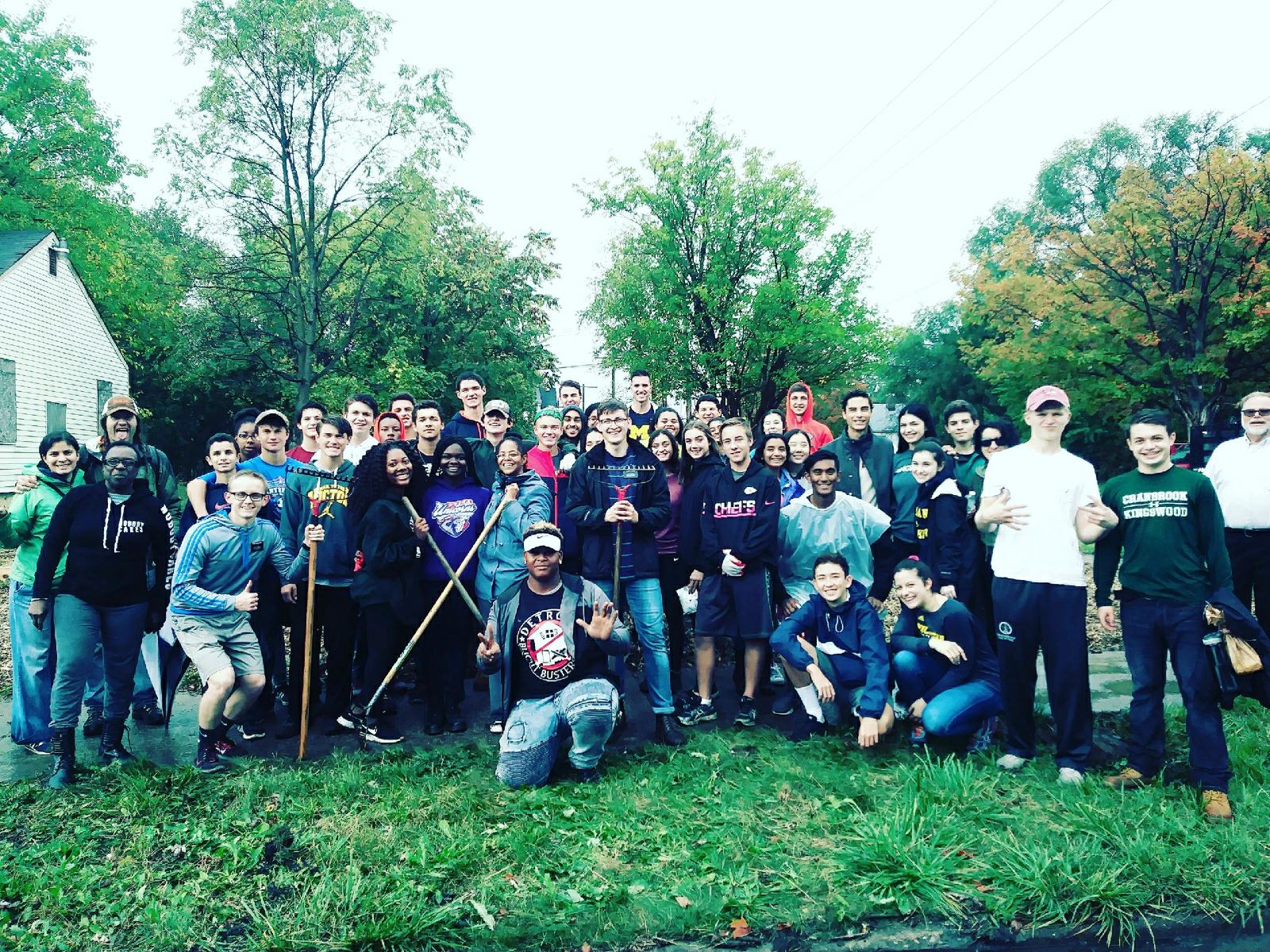 a large group of people volunteering